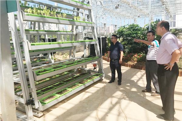 学院领导一行参观海南农林科技学校实训室